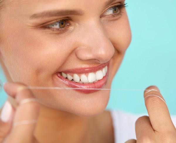 Dentiste_RDP_Soie_dentaire_importance