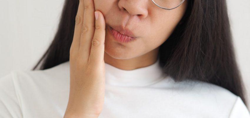 Un abcès dentaire peut provoquer de vives douleurs